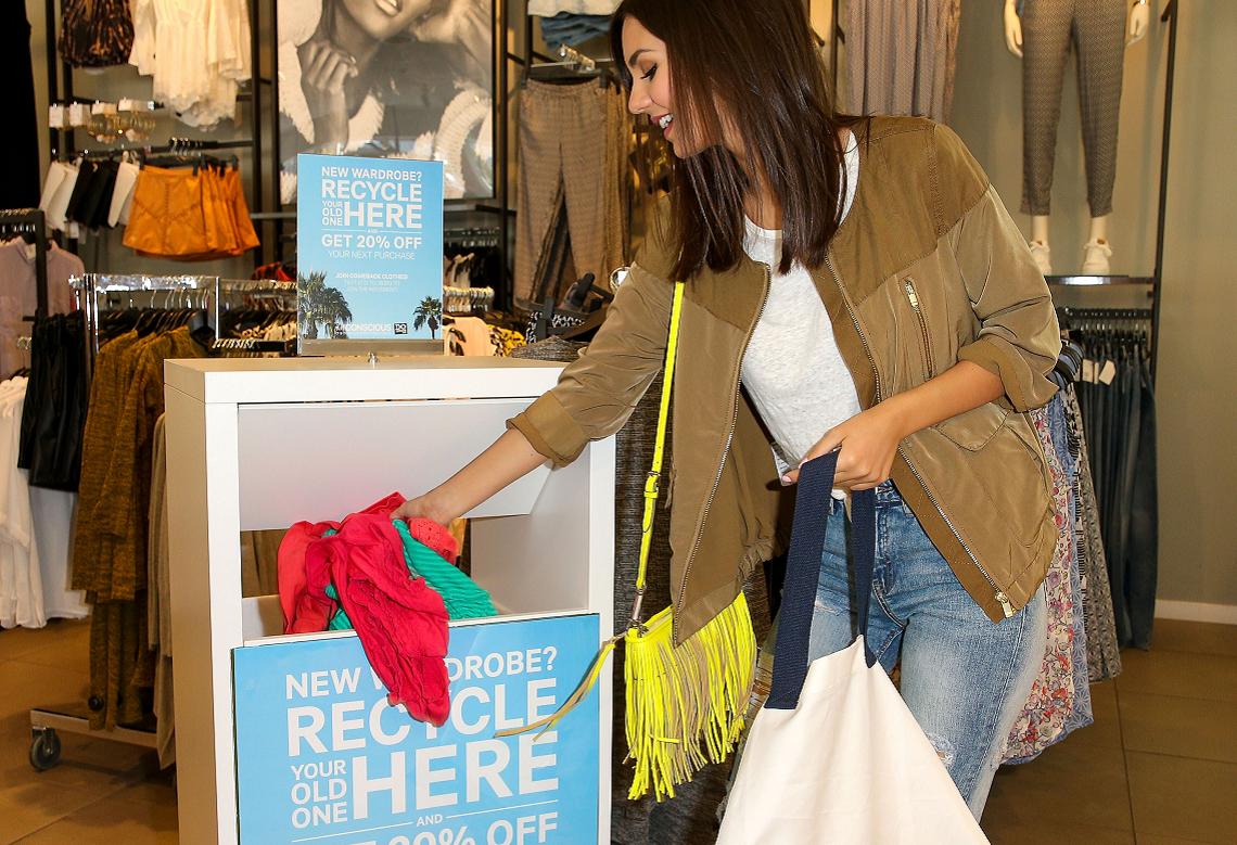 abbastanza H&M promuove il riciclo con una campagna etica | LifeGate UT15