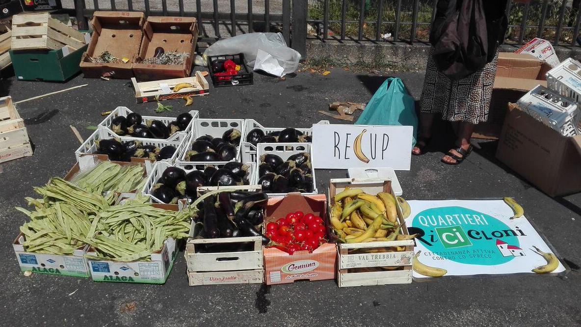 Come si recupera la frutta e la verdura nei mercati di Milano, con Recup