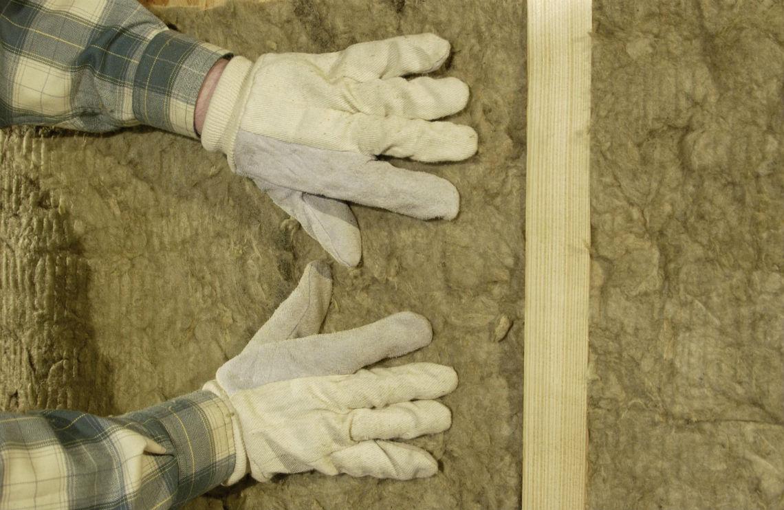 Come isolare e tagliare i consumi in casa con la lana di for Piani di casa di roccia