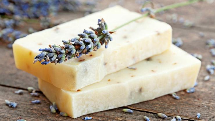 Sapone fatto in casa come fare saponi naturali a freddo lifegate - Sapone neutro per pulizie casa ...
