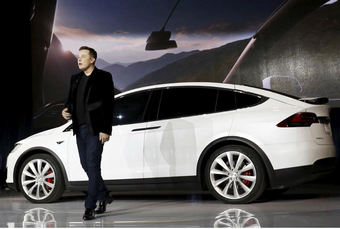 Tesla model x la nuova idea di elon musk prezzo e dati for Tesla model x porte