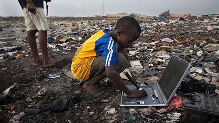 Risultati immagini per discariche africa