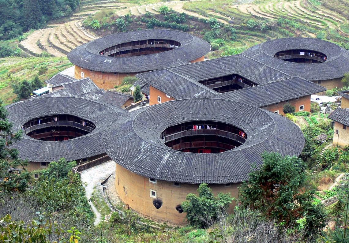 Tulou le case fortezza autosufficienti del popolo cinese for Progetta i piani domestici delle tradizioni