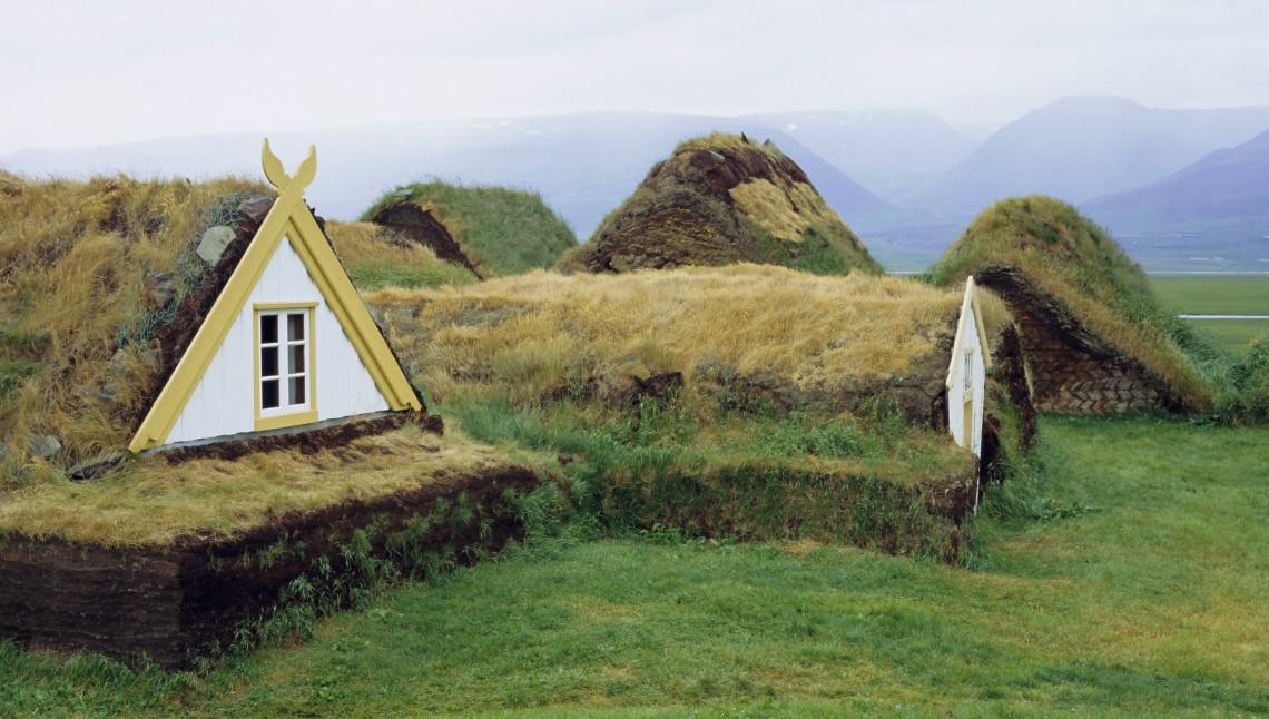 Turf house le case con il tetto coperto d 39 erba come - Alzare il tetto di casa ...