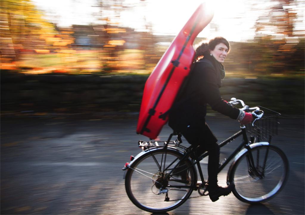 Il Viaggio In Bici Di 1000 Km Col Violoncello Autocostruito Di Ida